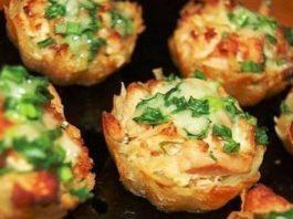 Картофельно – мясные тарталетки под сырно — чесночным соусом
