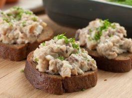 Праздничные бутерброды с грибами и скумбрией
