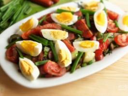 Салат «Сытный»: Картофельный салат с яйцом и помидорами