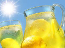 Лимонный напиток с куркумой: проведет детоксикацию организма и снимет воспаление