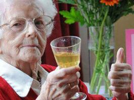 Алкоголь, лишние кг и кофе помогут вам дожить до 100 лет